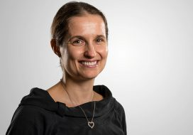 Patrycja Paruch receives the iWOE-24 Oxide Electronics Prize